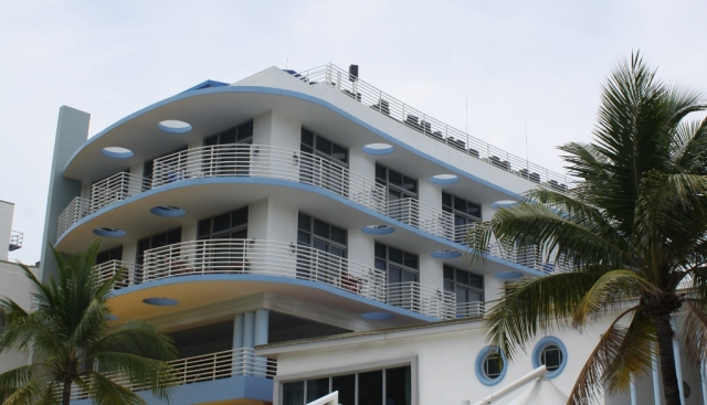 Boat-like hotel (1024x588)